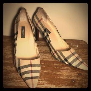 Burberry heels !